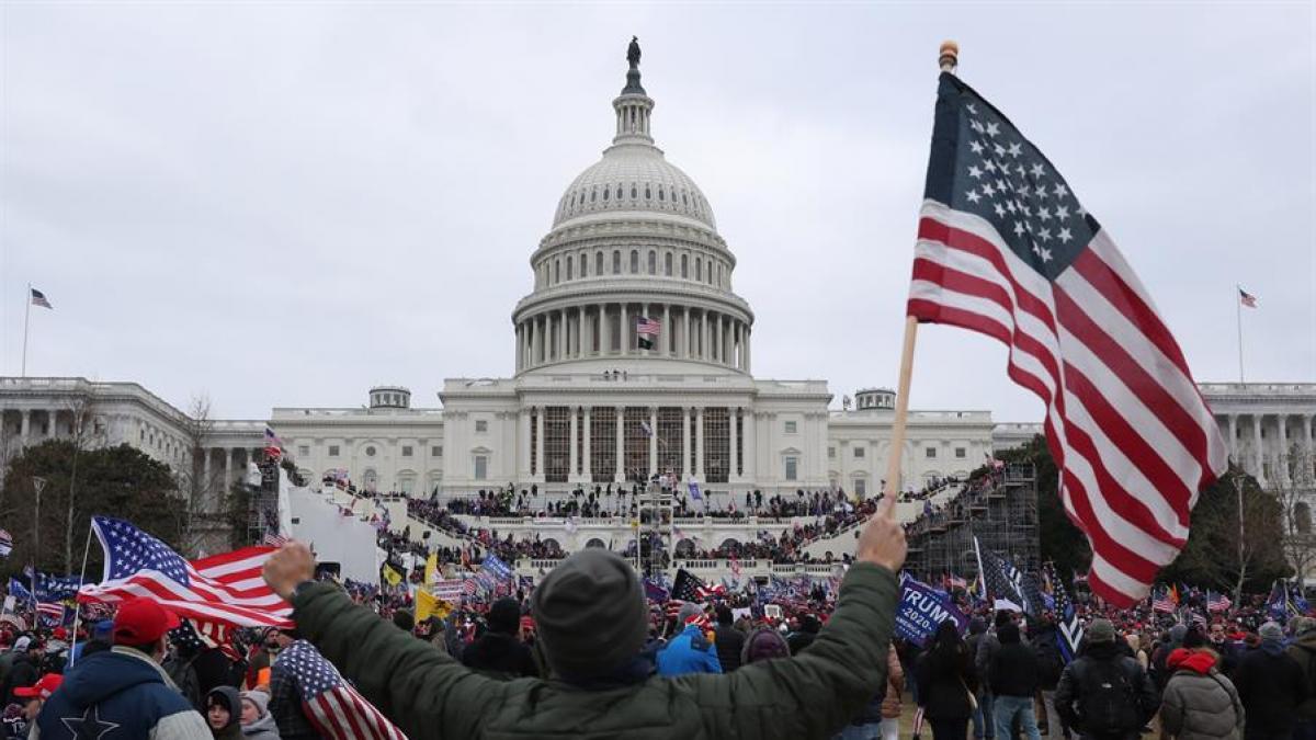 Un fundador del grupo ultra The Oath Keepers, primer acusado que se declara culpable del asalto al Capitolio
