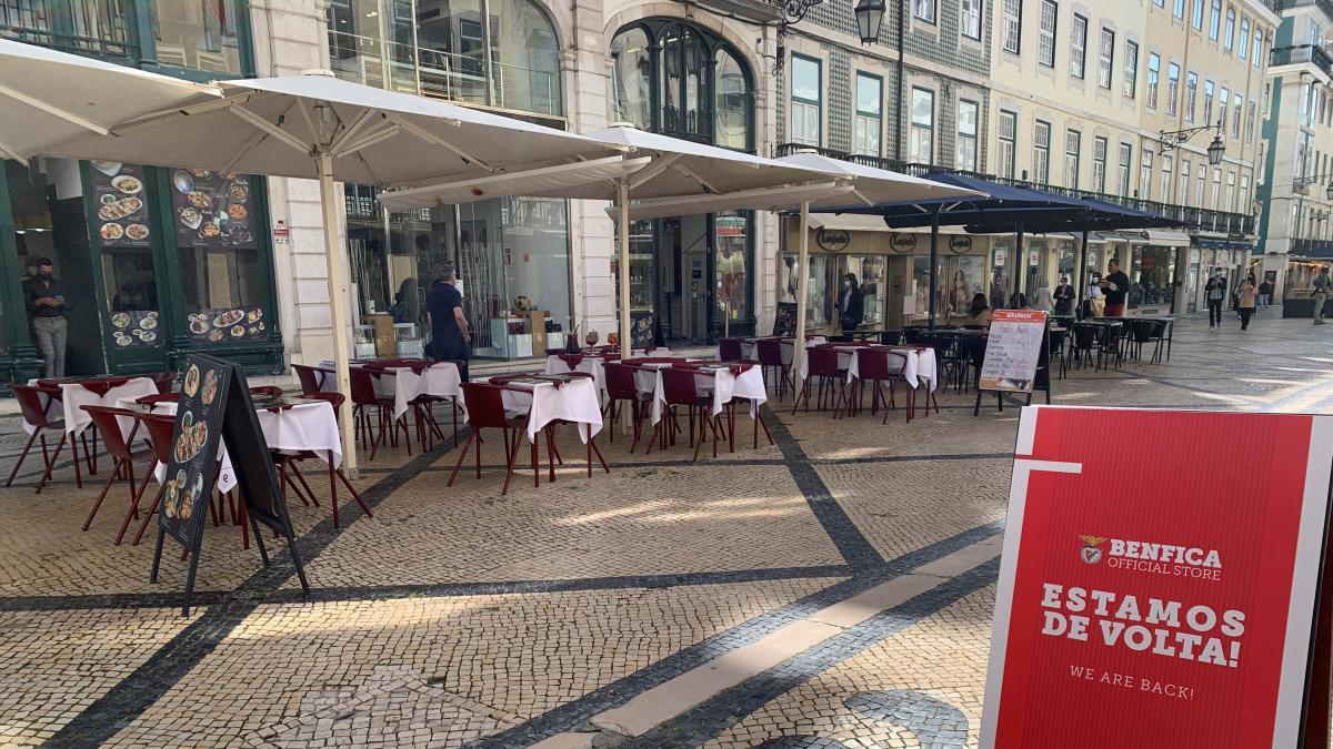 Portugal echa el freno a su desescalada en un momento