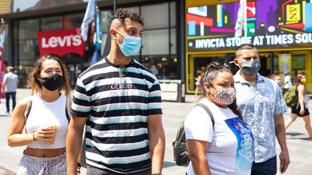 EE UU pide a los vacunados que vuelvan a llevar mascarilla en interiores en casi todo el país